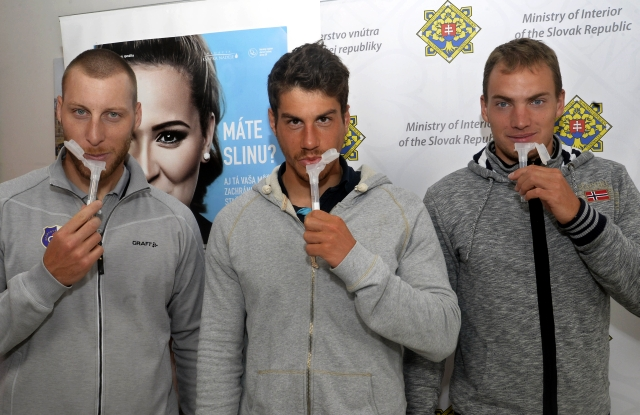Gábor Jakubík, Marek Krajčovič a Matej Michálek z K4 rýchlostnej kanoistiky, obrázok: Vladimír Benko, MV SR